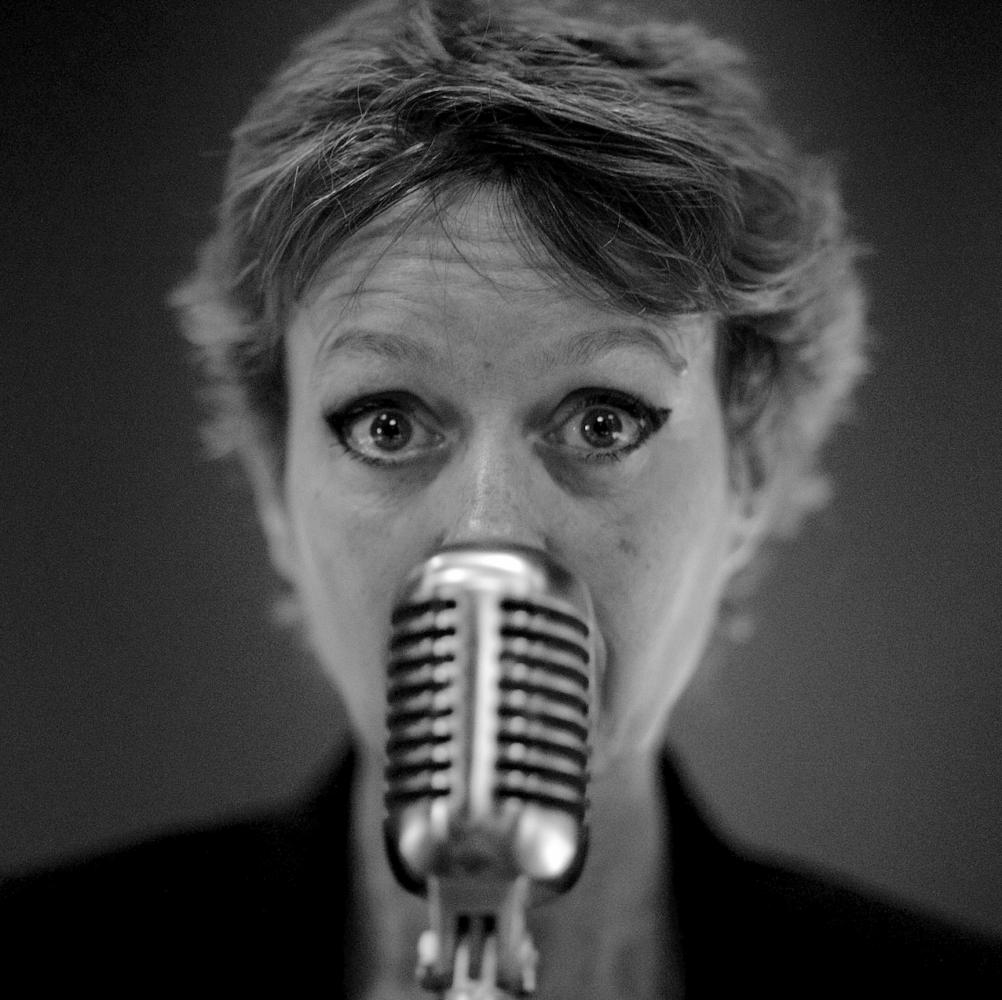 Isabelle benhadj voix off enregistre chez sonacom studio - Zette des 12 coups de midi ...